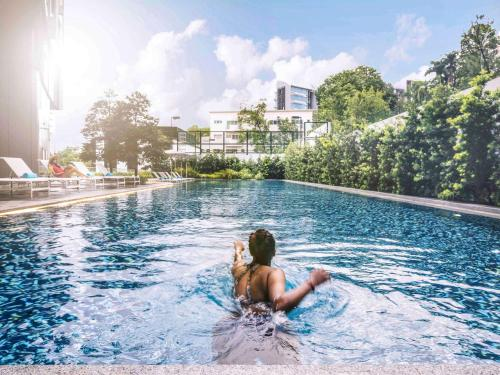 The swimming pool at or near Mercure Singapore On Stevens