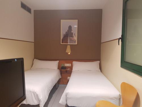 Ein Bett oder Betten in einem Zimmer der Unterkunft El Jardi