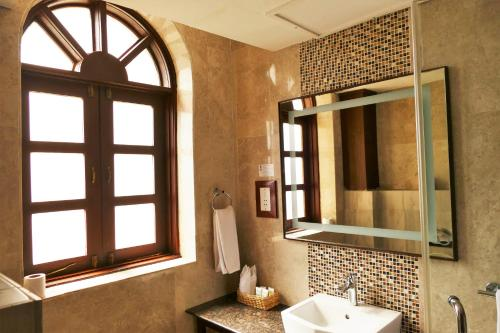 A bathroom at Best Western Plus Zanzibar