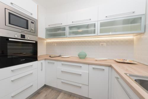 Kuchnia lub aneks kuchenny w obiekcie Villa Lorenzo