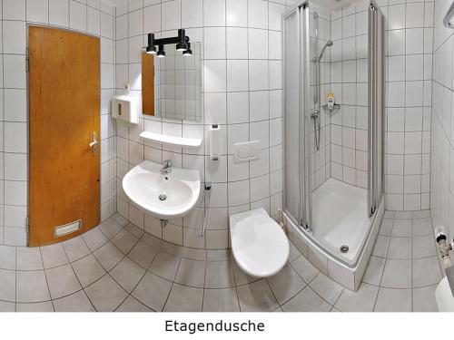 A bathroom at Pension Keinath