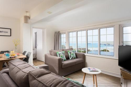 A seating area at Oystercatcher Apartments
