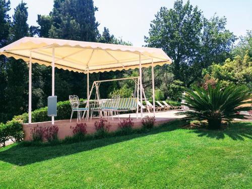 A garden outside Summer Wine Friendly Resort