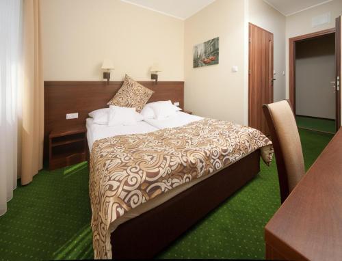 Łóżko lub łóżka w pokoju w obiekcie Hotel Zielony