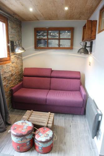 A seating area at Hameau du Borsat