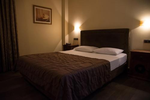 A bed or beds in a room at Hotel Maroussi