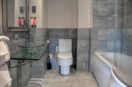 A bathroom at Best Western Henbury Lodge Hotel