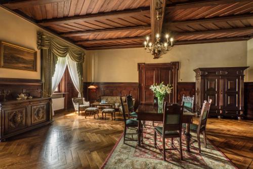 Restauracja lub miejsce do jedzenia w obiekcie Zamek Kliczków Centrum Konferencyjno-Wypoczynkowe