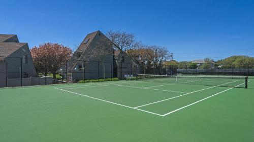 Tennis and/or squash facilities at The Surf Club Resort or nearby