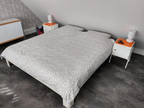 Een bed of bedden in een kamer bij Hoogland aan Zee