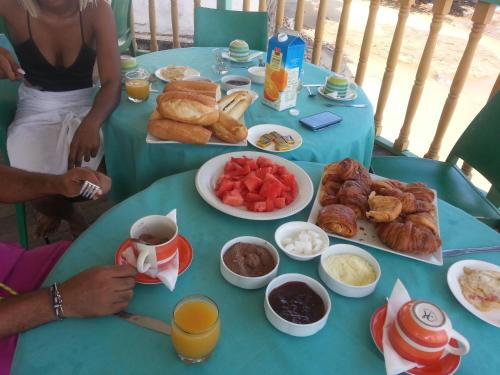 Breakfast options available to guests at Hotel Restaurant les Polygones
