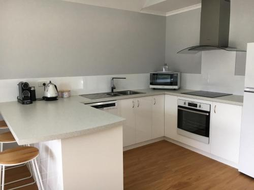 A kitchen or kitchenette at The Gables of Denmark