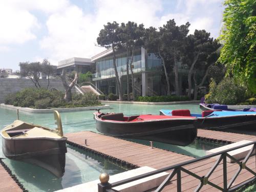 A piscina localizada em MINI- VENICE Apartment 2 Bedrooms ou nos arredores