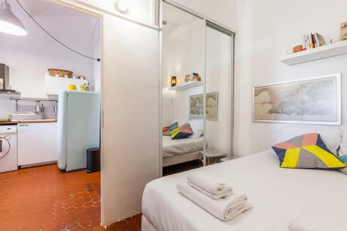 A bed or beds in a room at Le Moulin
