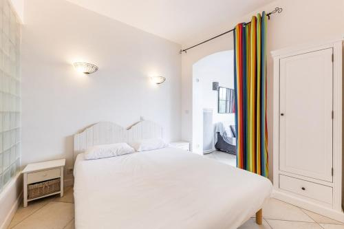A bed or beds in a room at La Rocca