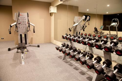 The fitness center and/or fitness facilities at Uga Bay