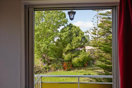 Изглед към градината в Pettas Apartments или наблизо