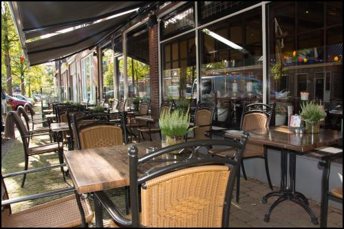 A restaurant or other place to eat at Hotel Duhoux