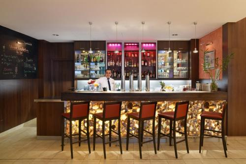 The lounge or bar area at Hotel Vitalis by Amedia