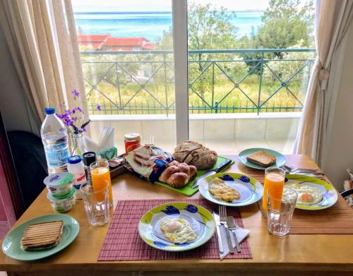 Breakfast options available to guests at Semiramis Suites