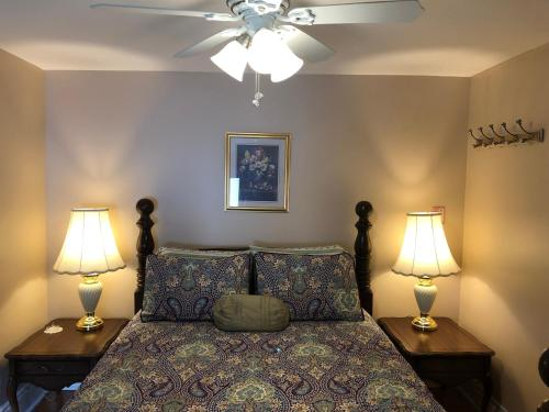 A bed or beds in a room at Blue Gables Bed and Breakfast