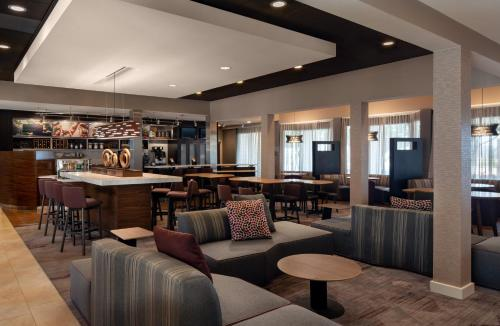 The lounge or bar area at Courtyard by Marriott Los Angeles Hacienda Heights Orange County