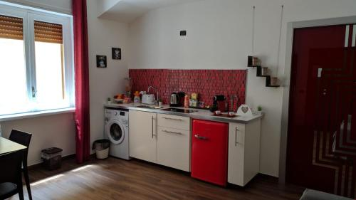 A kitchen or kitchenette at B&Bobo