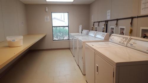 A kitchen or kitchenette at Cuero Oilfield Housing