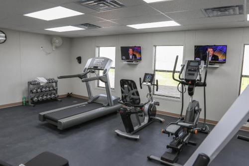 The fitness centre and/or fitness facilities at Cuero Oilfield Housing