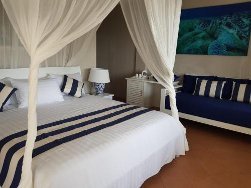 A bed or beds in a room at Bayu Cottages