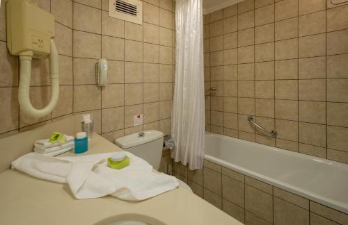 A bathroom at Leonardo Club Hotel Dead Sea - All Inclusive