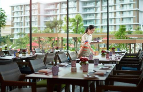 A restaurant or other place to eat at Amari Pattaya