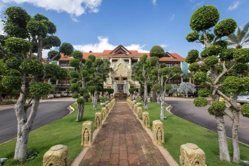 Empress Angkor Resort & Spaにある庭
