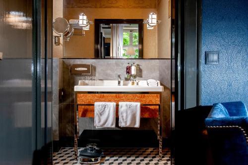 A bathroom at Balthazar Design Hotel