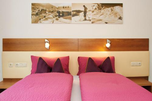 A bed or beds in a room at Haus Markus Strolz