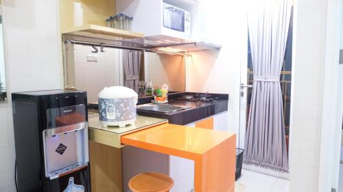 A kitchen or kitchenette at Aya Stays 5 at Parahyangan Residence