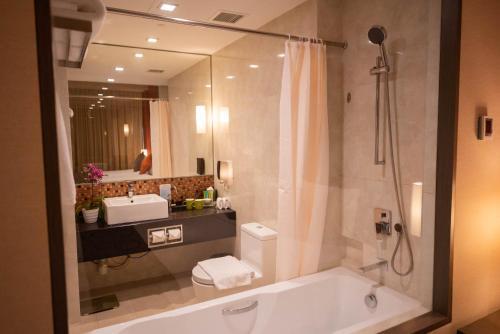 A bathroom at Park Avenue Changi