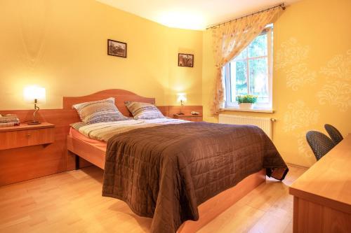 Łóżko lub łóżka w pokoju w obiekcie Willa Alexander
