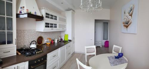 A kitchen or kitchenette at Apartment in Swetlogosk
