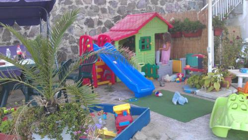 Детска площадка в Хотел Лозите