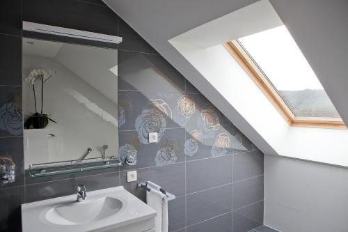 A bathroom at Azur en Ardenne