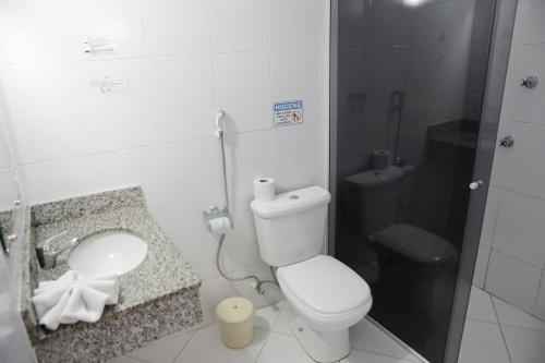 Um banheiro em Hotel Modena - São José dos Campos