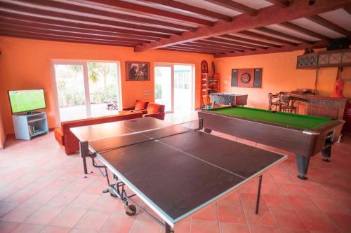 Ping-pong facilities at Casa Vacacional Rural Villa Barranco de los Cernícalos or nearby