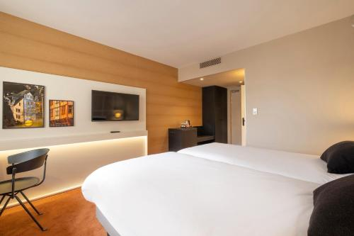 A bed or beds in a room at Mercure Rouen Centre Champ de Mars