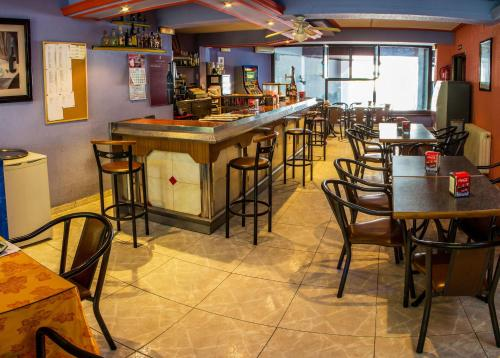 El salón o zona de bar de Hotel Mabú