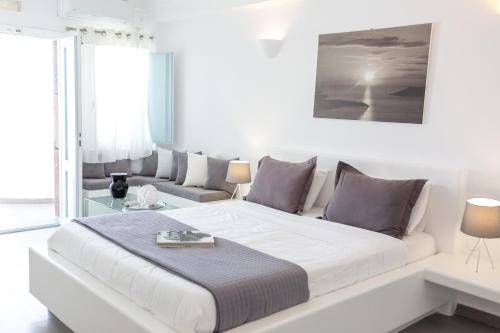 A bed or beds in a room at Dreaming View Suites
