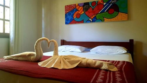 A bed or beds in a room at Aldeia das flores