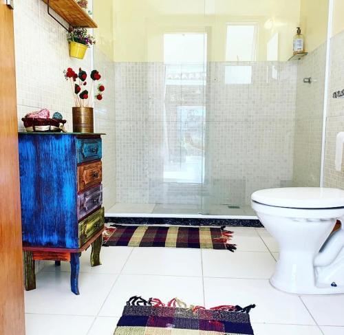 A bathroom at Maravilha na serra - próximo ao centro