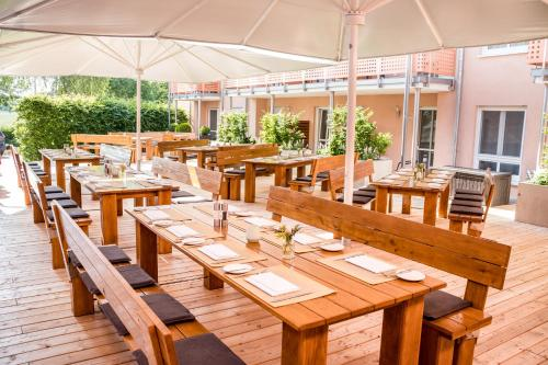 A restaurant or other place to eat at ACANTUS Hotel