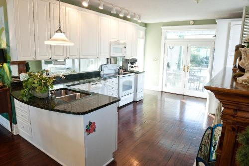 A kitchen or kitchenette at DeSoto Beach Bed and Breakfast